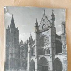 Fotografía antigua: FOTOGRAFÍA GRANDE DE LA CATEDRAL DE LEÓN POR WINOCIO . Lote 173497092
