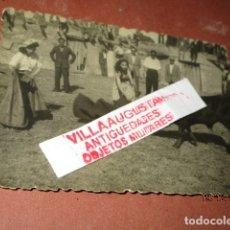 Fotografía antigua: RARA FOTO PLAZA TOROS LA FELGUERA LANGREO ASTURIAS BECERRADA CON MUJERES TORERAS AÑOS 40. Lote 173611027