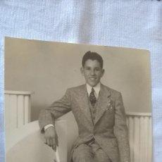 Fotografía antigua: 51-FOTO ANTIGUA,POSADO GRADUACION , EEUU, AÑOS 50. Lote 173848870