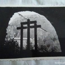 Fotografía antigua: 114-FOTOGRAFIA SANTUARIO DE COVADONGA ASTURIAS, AÑOS 60 6,5 X 9,5 CM. Lote 174016330
