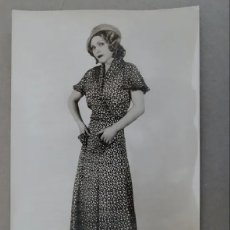 Fotografía antigua: ANTIGUA FOTOGRAFIA DE MODELO EN POSADO AÑOS 30 CON NOMBRE Y CURRICULUM EN REVERSO. Lote 174418433