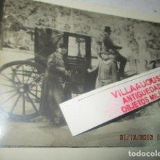Fotografía antigua: CARRUAJE CON CABALLOS Y DAMAS PALACIO ORIENTE MADRID 1927 PRINCIPIOS SIGLO. Lote 174504372