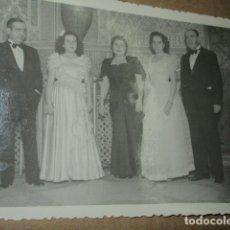 Fotografía antigua: MURCIA CASINO BAILE JUEGOS FLORALES MARZO 1948 DAMAS Y SEÑORES MURCIANOS. Lote 174942950