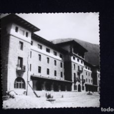 Fotografía antigua: FOTOGRAFÍA COVADONGA ASTURIAS ? PARADOR ? EN CONSTRUCCIÓN. Lote 175673214