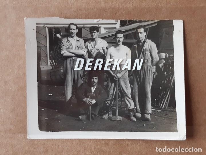 ANTIGUA FOTOGRAFÍA GRUPO DE HOMBRES. TRABAJO. ASTURIAS. AÑOS 50. CORTADA. (Fotografía - Artística)