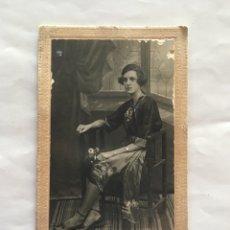 Fotografía antigua: FOTO. CARMEN DURAN CON KIMONO. FOTÓGRAFO ANÓNIMO. FECHA, 10-6-1933.. Lote 175690068