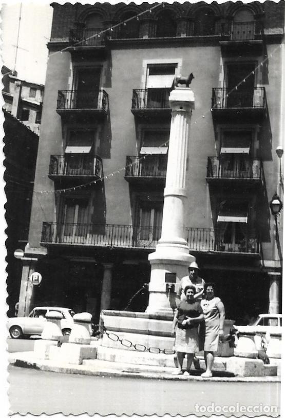 == BB849 - FOTOGRAFÍA - AMIGOS JUNTO EL MONUMENTO EL TORICO (Fotografía - Artística)