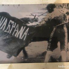 Fotografía antigua: MAGNIFICA FOTO DE TORERO EN LA PLAZA - MEDIDAS 30X20 CM. Lote 176325740