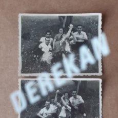 Fotografía antigua: LOTE 2 ANTIGUAS FOTOGRAFÍAS GRUPO. ROMERÍA. FOTO PRADA Y PAZ. GIJÓN. ASTURIAS. AÑOS 50. TROQUELADA.. Lote 176371894