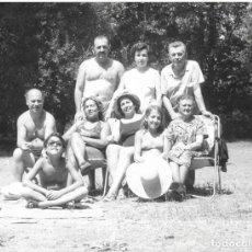 Fotografía antigua: == G74 - FOTOGRAFIA - GRUPO FAMILIAR - 1975 - 24 X 18 CM.. Lote 176679022