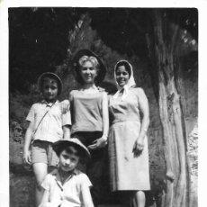 Fotografía antigua: == SS427 - FOTOGRAFIA - DOS AMIGAS CON DOS JOVENCITAS. Lote 177211967
