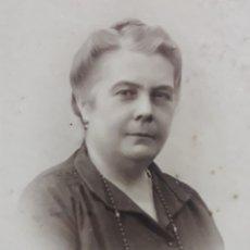 Fotografía antigua: FOTOGRAFÍA ANTIGUA DE MUJER SEVILLANA (TRIANA, 1890-1900). ENMARCADA.. Lote 177508542
