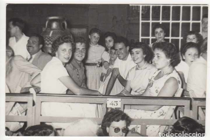 FOTOGRAFIA GRUPO DE AMIGOS HOMBRES MUJERES EN UN PALCO FIESTAS VEDRELL AÑO 1956 (Fotografía - Artística)