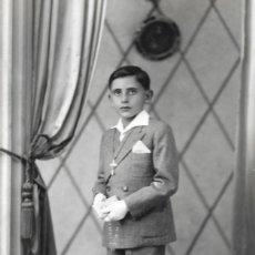 Fotografía antigua: PRECIOSA FOTOGRAFÍA DE UN NIÑO VESTIDO DE COMUNIÓN - FOTÓGRAFO V. TALENS - JÁTIVA (VALENCIA). Lote 177673829