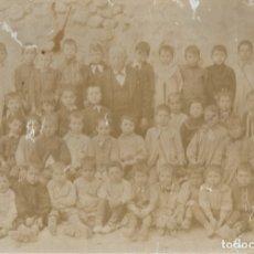 Fotografía antigua: MUY ANTIGUA FOTOGRAFÍA DE UN GRUPO ESCOLAR CON SU MAESTRO, SEGURAMENTE DE JÁTIVA (VALENCIA). Lote 177674493