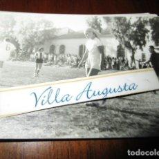 Fotografía antigua: HERCULES DE ALICANTE FEMENINO CAMPEONAS EN EL CAMPO FUTBOL. Lote 177720220