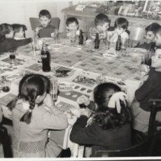 Fotografía antigua: FOTO - COCA COLA PARA TODOS Y ALGO DE COMER 1966- FOTO IZQUIERDO, VALENCIA. Lote 178448657