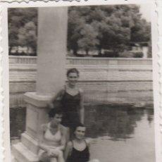 Fotografía antigua: FOTOGRAFIA - FOTO EROTICA MUJERES POSANDO EN BAÑADOR AÑOS 50. Lote 178605495