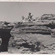 Fotografía antigua: FOTOGRAFIA - FOTO EROTICA MIJERES POSANDO EN LA PLAYA AÑO 1956. Lote 178606571