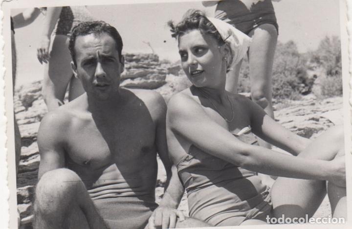 FOTOGRAFIA - FOTO EROTICA ENAMORADOS EN BAÑADOR AÑO 1956 (Fotografía - Artística)