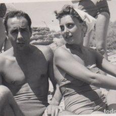 Fotografía antigua: FOTOGRAFIA - FOTO EROTICA ENAMORADOS EN BAÑADOR AÑO 1956. Lote 178609791