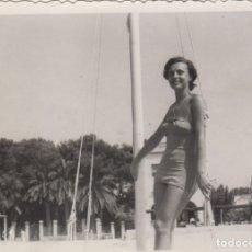 Fotografía antigua: FOTOGRAFIA - FOTO EROTICA MUJER POSANDO EN BAÑADOR AÑO 1954. Lote 178612372