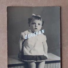 Fotografía antigua: ANTIGUA FOTOGRAFÍA NIÑA. AÑOS 60. REPORTAJES EL AVIÓN. VILLENA. ALICANTE.. Lote 179043252