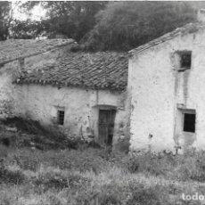 Fotografía antigua: == DD101 - FOTOGRAFIA - PAISAJE - CASA DE PUEBLO. Lote 179211823