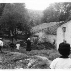 Fotografía antigua: == DD102 - FOTOGRAFIA - PAISAJE - CASA DE PUEBLO. Lote 179211852