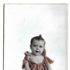 Fotografía antigua: R56- EXTRAORDINARIA FOTOGRAFIA ANTIGUA - NIÑA SOBRE UN COJIN - FOTO - ESPAÑOLA-MONET,3- ALGACIRAS. Lote 179243051