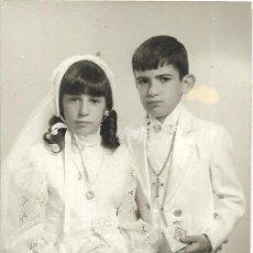 Fotografía antigua: == DD165 - FOTOGRAFIA - PAREJITA DE PRIMERA COMUNION - VALENCIA 1973. Lote 179257123