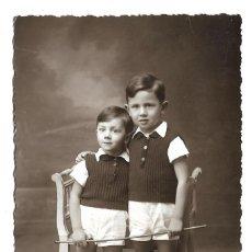Fotografía antigua: R56- EXTRAORDINARIA FOTOGRAFIA ANTIGUA - DOS HERMANOS - FOTO - - - - - - . Lote 179311072