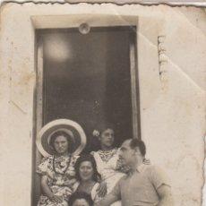 Fotografía antigua: FOTOGRAFIA FOTO GRUPO HOMBRES Y MUJERES POR SITGES 1941. Lote 179317591