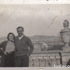 Fotografía antigua: FOTOGRAFIA FOTO FENAMORADOS POSANDO EN SITGES 1942. Lote 179321743