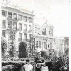 Fotografía antigua: == DD195 - FOTOGRAFIA - SEÑORA Y JOVENCITO. Lote 179330610