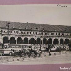 Fotografía antigua: SEVILLA. PLAZA DE ESPAÑA. CARRUAJES, AUTOBÚS. AÑOS 60. 18X12 CM.. Lote 179332951