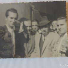 Fotografía antigua: FOTOGRAFIA TOREROS, LUIS MIGUEL DOMINGUIN Y OTRO A IDENTIFICAR. Lote 179534885