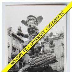 Fotografía antigua: FOTOGRAFÍA VALENCIA FALLA - PLAZA MERCED - 2º PREMIO - 1970. Lote 179557813