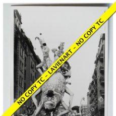 Fotografía antigua: FOTOGRAFÍA VALENCIA FALLA - FERNANDO EL CATÓLICO ANGEL GUIMERÁ - 6º PREMIO - 1970. Lote 179557896