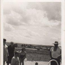 Fotografía antigua: FOTOGRAFIA FOTO FAMILIAR LERIDA 1970. Lote 180103003