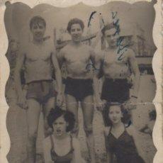 Fotografía antigua: FOTOGRAFIA FOTO EROTICA HOMBRES Y MUJERES POSANDO EN VAÑADOR. Lote 180188112