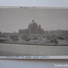 Fotografía antigua: PAMPLONA. MONUMENTO A LOS CAÍDOS. VISTA POSTERIOR. 1955. Lote 180216403