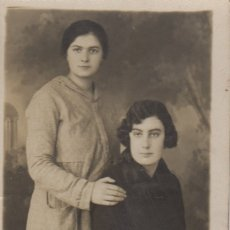 Fotografía antigua: FOTOGRAFIA FOTO MUJERES POSANDO EN ESTUDIO. Lote 180275867