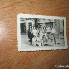 Fotografía antigua: FOTO ANTIGUA COMESTIBLES MIGUEL MARTINEZ ALICANTE ALICANTINOS A ROMERIA. Lote 58317934