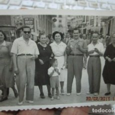 Fotografía antigua: ALICANTE FOTO ANTIGUA FIESTAS ALICANTINOS FRENTE TEATRO PRINCIPAL 1951. Lote 180296458