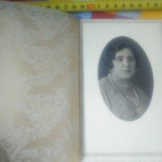 Photographie ancienne: RETRATO MUJER CON FUNDA. AÑOS 20. LUJO. FOTO MERINO BILBAO. Lote 180840987