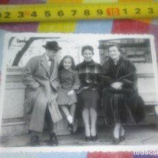 Fotografía antigua: FOTO 1954 FAMILIA SAN SEBASTIÁN GUIPÚZCOA. Lote 180841162