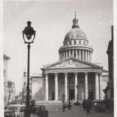 Fotografía antigua: FOTOGRAFIA FOTO ARTISTICA MUJER CHICA POSANDO SORBONE PARIS 1969 - COCHE. Lote 182410991