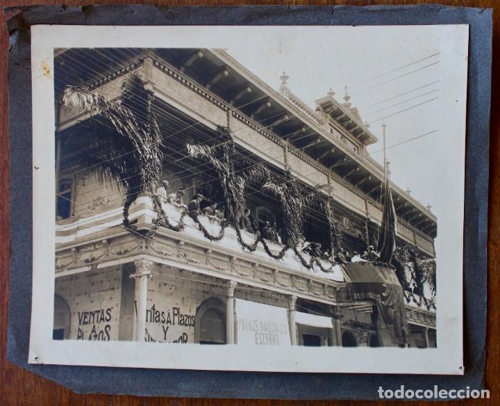 FOTO ORIGINAL- INAUGURACIÓN BLOCK NACIONALISTA CATHALONIA. MOMENTO DE IZAR BANDERA CATALANA- 1912 (Fotografía - Artística)