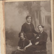 Fotografía antigua: FOTOGRAFIA FOTO TARJETA POSTAL ARTISTICA FOTO FAMILIAR DE ESTUDIO. Lote 182722528